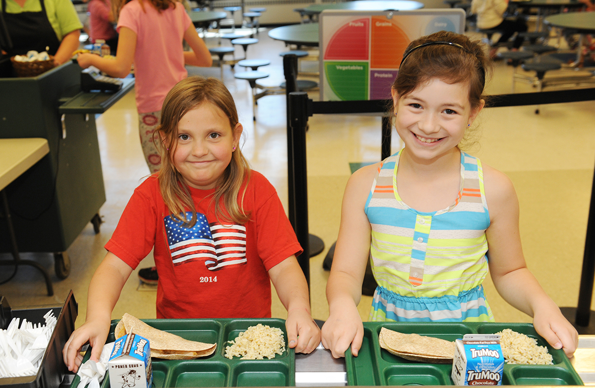 Picture of GMS Students eating lunch