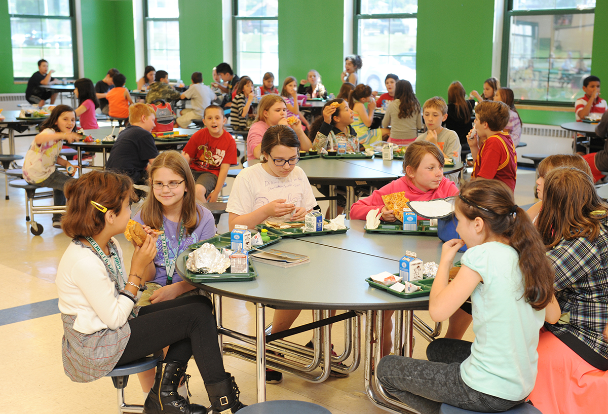 Picture of GMS Students in Cafeteria